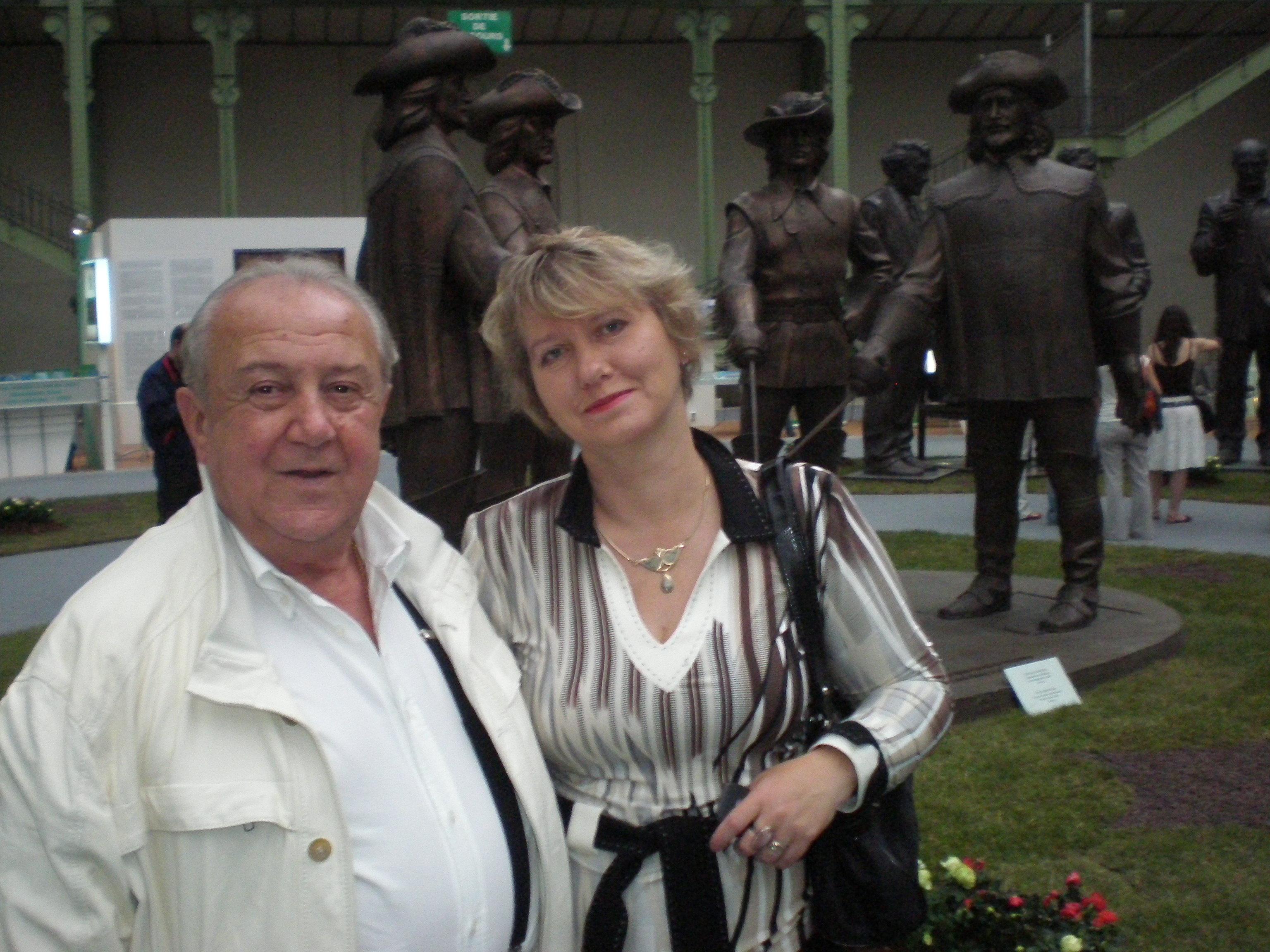 Zurab Tsereteli et Anna Filimonova au Grand Palais avant l'exposition Grandes Signatures Petits Formats